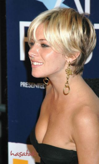 Short_Hairstyle_With_Highlights_69580
