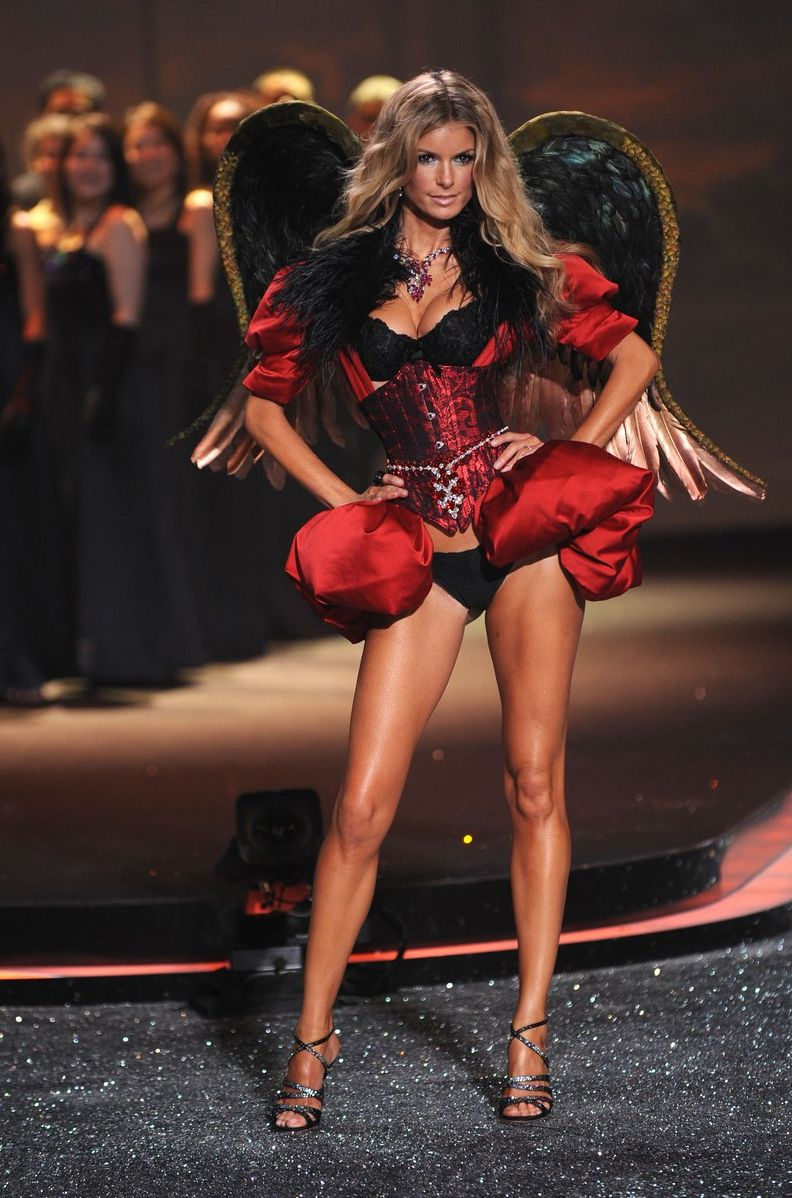 marisa-miller-victoria-secret-fashion-show-07