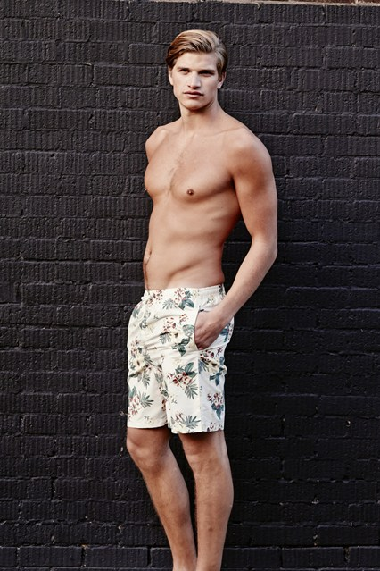 Toby-Huntington-Whiteley-Vogue-27Jan15-pr_b_426x639