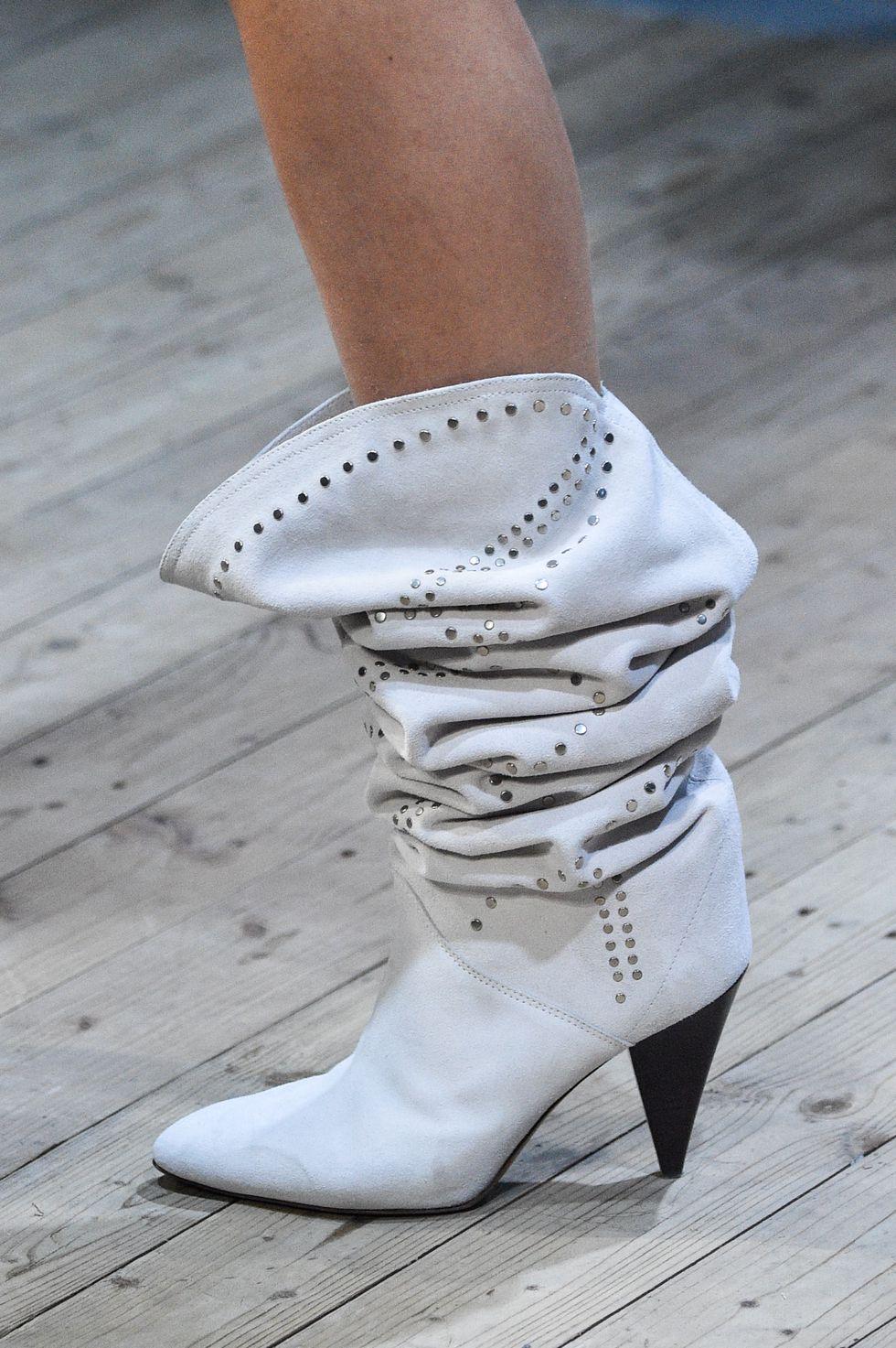 8495bd184e Δεν υπάρχει περίπτωση να μην αποκτήσω φέτος ένα ζευγάρι slouchy boots.  Μπορεί να τις αφήσω για τις αγορές που κάνω στις αρχές φθινοπώρου αλλά θα  τις αγοράσω ...